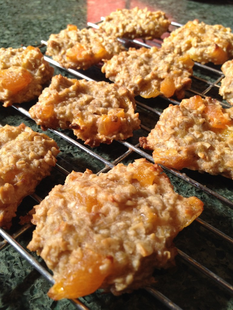 healthy banana & apricot cookies