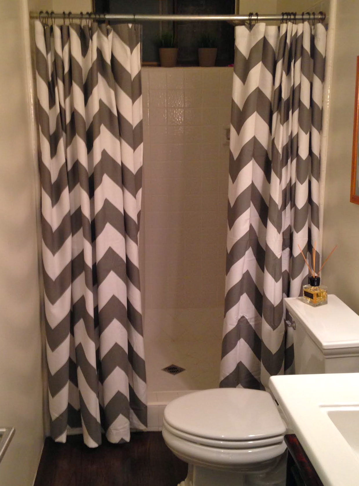 Attrayant Gray And White Chevron Shower Curtain Home Decor Renovation Ideas